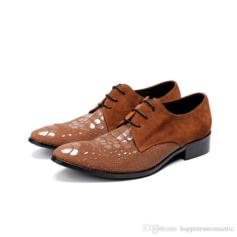 ba2311cfb Compre Emboosed Lether Itália Moda Oxfords Sapatos Homem 2018 Lace Up Patch  Camurça Marrom Sapatos De Combate Homens Martin Sapatos Sapatos De ...