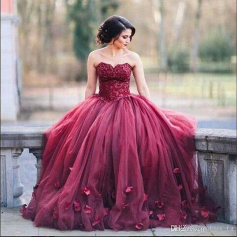 Top Quality Burgundy Quinceanera Dresses Sweetheart Neck Lace Bodice Tulle Skirt 2018 Ball Gown Prom Dresses with Petals