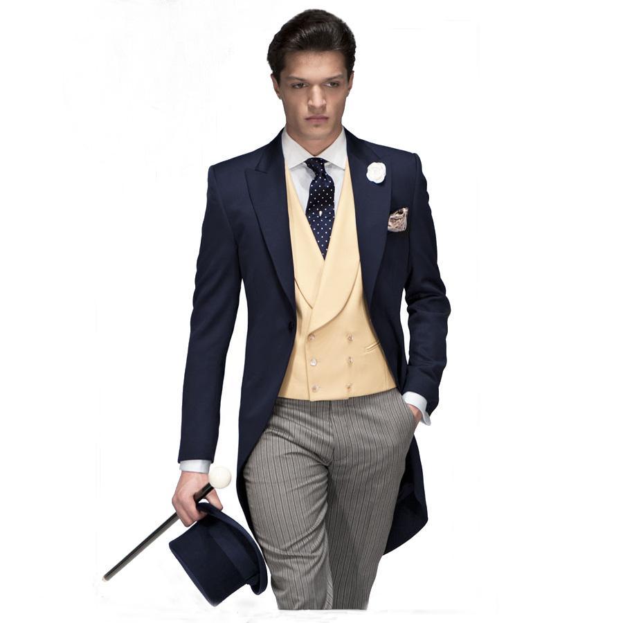 336862a5ed3e9 Acquista Tailleur Su Misura Blu Scuro Tailcoat Groom Tuxedo Uomo Suit  Wedding Morning Suit Partito Mens Blazer Pantaloni A Righe 3 Pezzi A   206.78 Dal ...