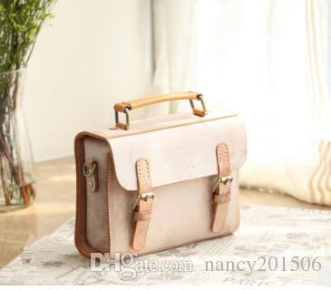 ac7641519287 2018 New Fashion Vintage Fog Wax Vegetable Tanned Genuine Leather Women  Messenger Bags Woman Shoulder Bag Leather Bags For Women Womens Bags From  ...