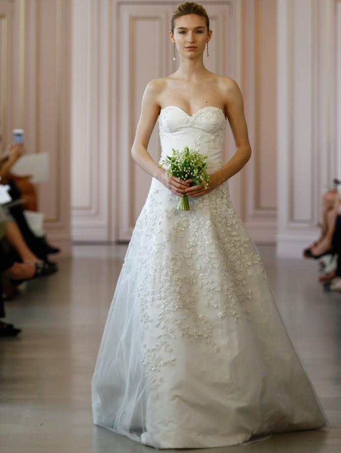 3d Floral Appliques Tulle Overlay Wedding Dresses 2018 Oscar De La