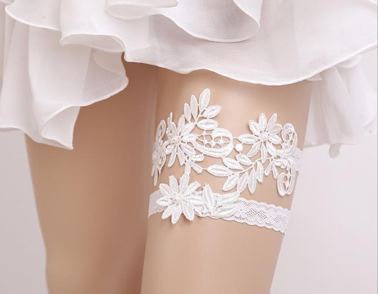 b37aaa6d1 Compre Mejor Venta Hermosa Azul   Blanco De Encaje Y Flor Boda Nupcial Liga  Exquisito Patrón De Encaje Bordado Elástico A  13.96 Del Weddinginspiration  ...