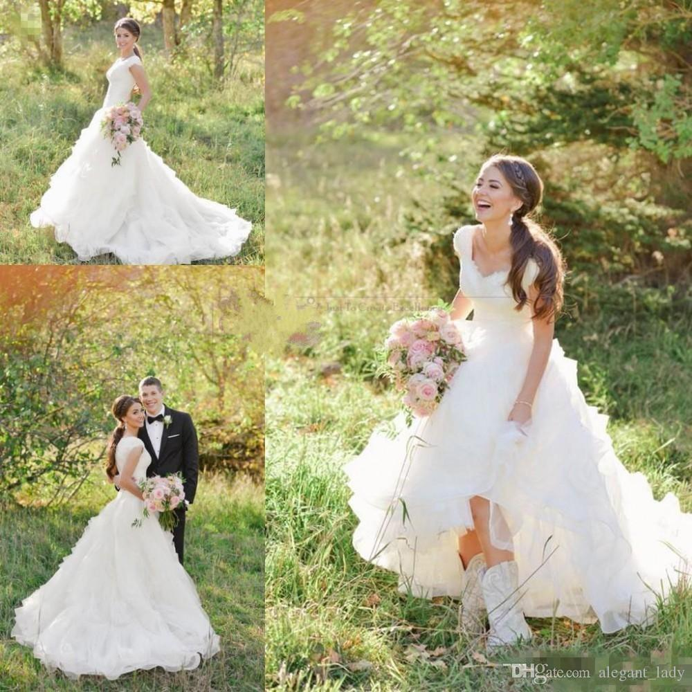 2019 Country Western A Line Wedding Dresses V Neck Short Sleeves Organza Tiered Lace Appliques Wedding Gowns Sweep Train Custom Bridal gowns