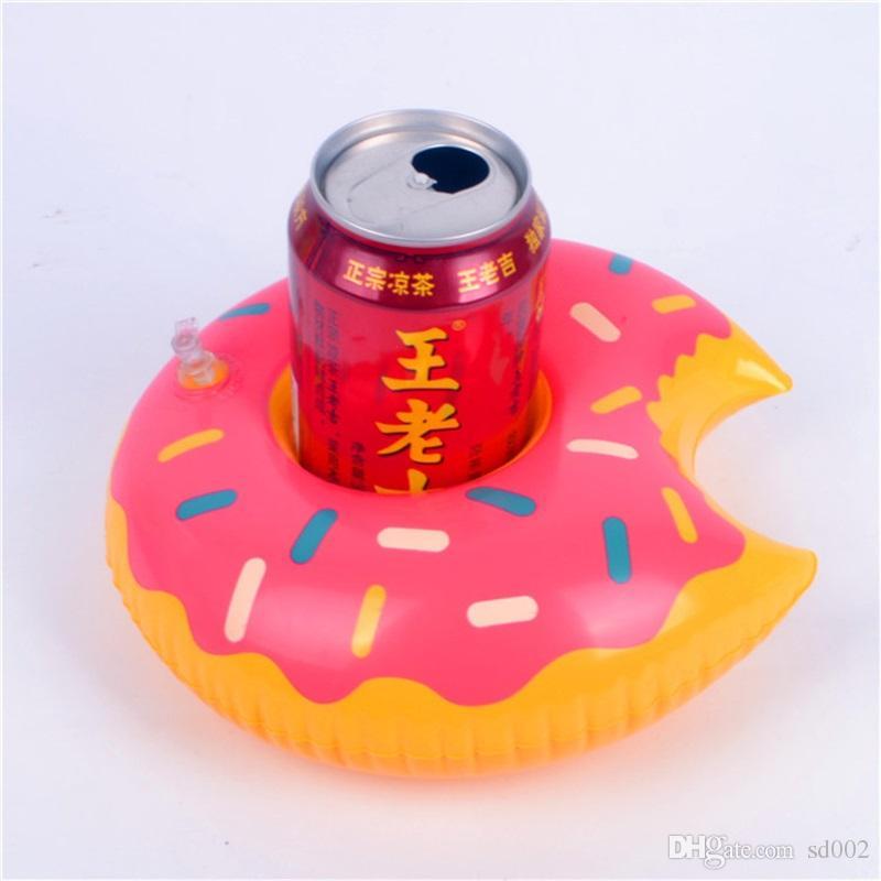 Aufblasbare Getränkehalter Donut Flamingo Wassermelone Ananasförmige Schwimmmatte Sommer Strand Schwimmbad Coaster Decor Spielzeug 2 7cs YY