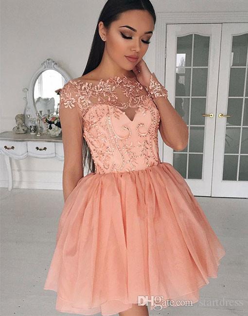732e29154f67 Moda Coral Ilusión vestidos de baile de manga larga Sexy tul con cuentas  apliques fiesta de bienvenida Sweet 16 vestidos de noche cortos vestidos  2018