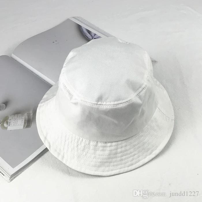 0359923f02284 Compre Versión Coreana Del Sombrero Grande De Color Puro Blanco Alero  Sombrero De Pescador Día Es Simplemente Sombreros De Protección Solar De  Verano ...