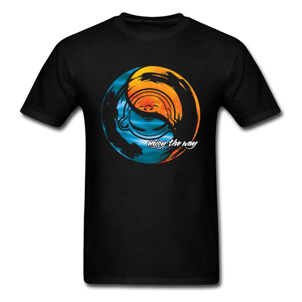 67df0954edf68 Compre 2018 Sea Sky Enjoy The Way Diseño De Arte Camiseta De Hombre Yin  Yang Patrón Camiseta Negra Estilo Simple Fun Cartoon Tops A  16.55 Del  Tshirtsshop ...