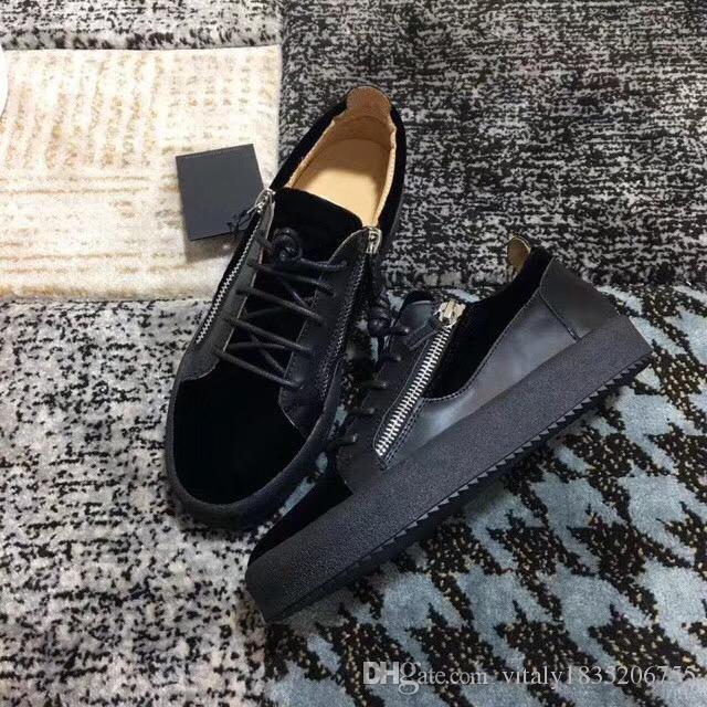 b9feb478 Compre Zanoti Marca Zapatos De Estilo De Moda Ganso De Cuero De Color Negro  Con Cadenas Dobles Para Hombres Mujeres Populares Zapatos Planos Bajos ...