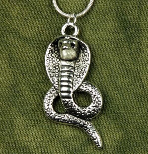 c116695414e5 Gran Collar de Serpiente Cobra Colgante Gargantilla de Plata de La Vendimia  Declaración Serpiente Cadena Collares Accesorios Artesanía Para Las Mujeres  ...