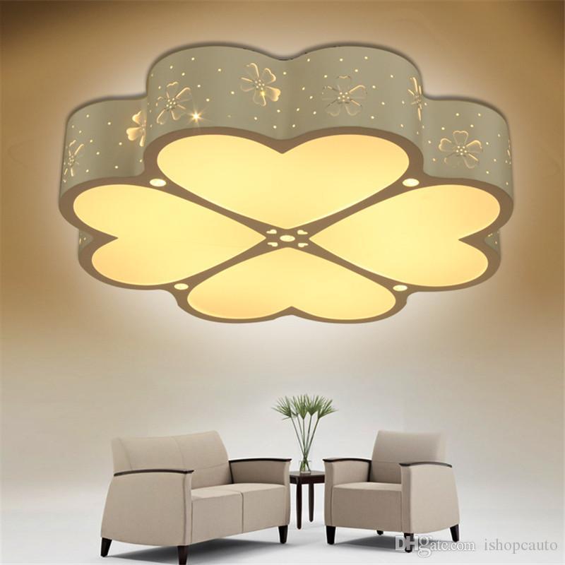 Oturma odası yatak odası LED tavan lambası Basit, modern yonca sıcak oturma odası aydınlatma restoran çalışmamız kalp şeklindeki lamba