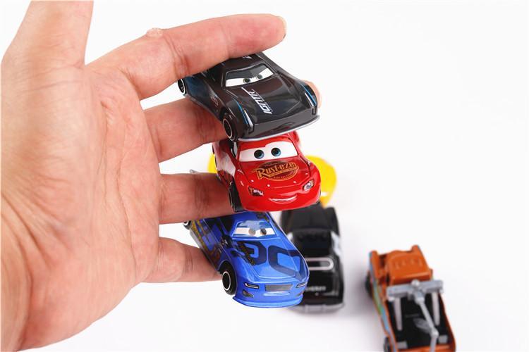 Juguete para coche de aleación 6 estilo 1: 64 Aleación de regreso al coche Juguete para niños todoterreno Familia de autos modelo educativo Juguetes educativos