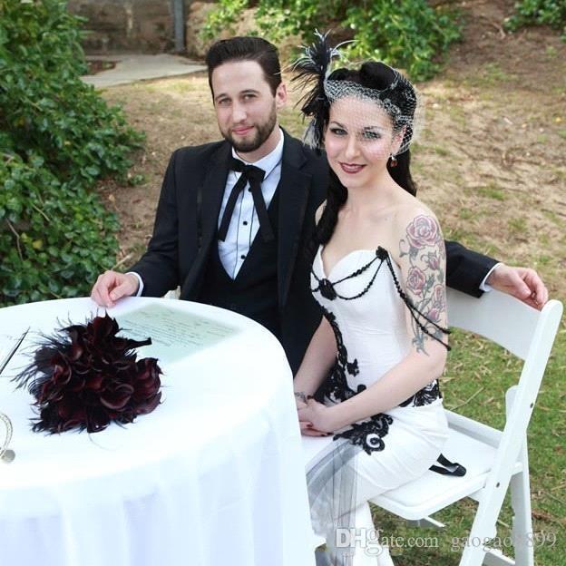 A buon mercato Bianco e Nero Gothic Mermaid Abiti da sposa Abiti da sposa Pizzo Appliaue Sexy Spalle Unico Aperto Indietro su misura Plus Size