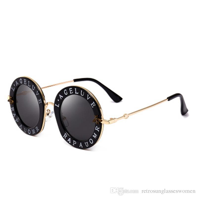 6e93448524 Compre Marca Para Mujer Letra Retro Gafas De Sol De Metal Redondo Full  Frame 2018 Nueva PC Lente UV400 Para Niñas De Alta Calidad Anti UV Eyewear  Venta A ...