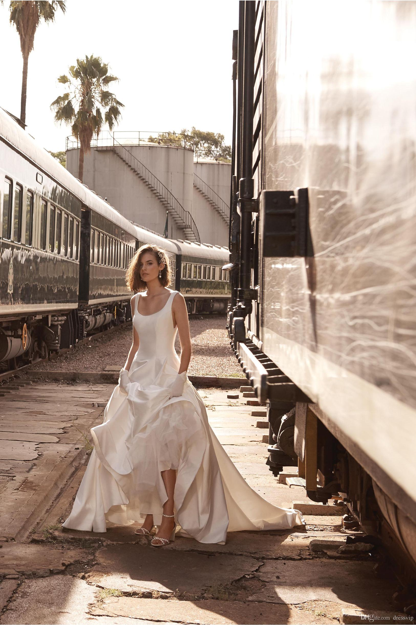 2018 BHLDN Aline Beach Wedding Dresses Square Neck Sweep Train Satin Backless Country Bridal Dress Plus Size Cheap Wedding Gowns