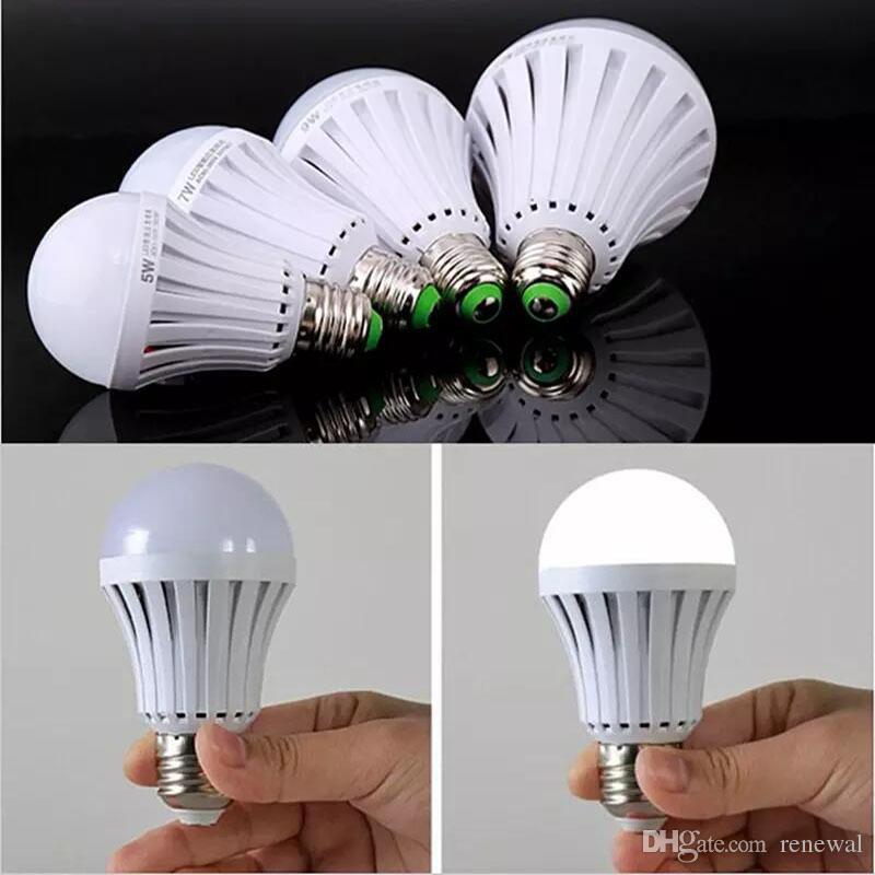 استخدام E27 LED المصابيح مصباح الطوارئ 5W 7W 9W 12W يدوي / تلقائي السيطرة 180 درجة الباعة الجائلين خفيفة تعمل 3-5 ساعات