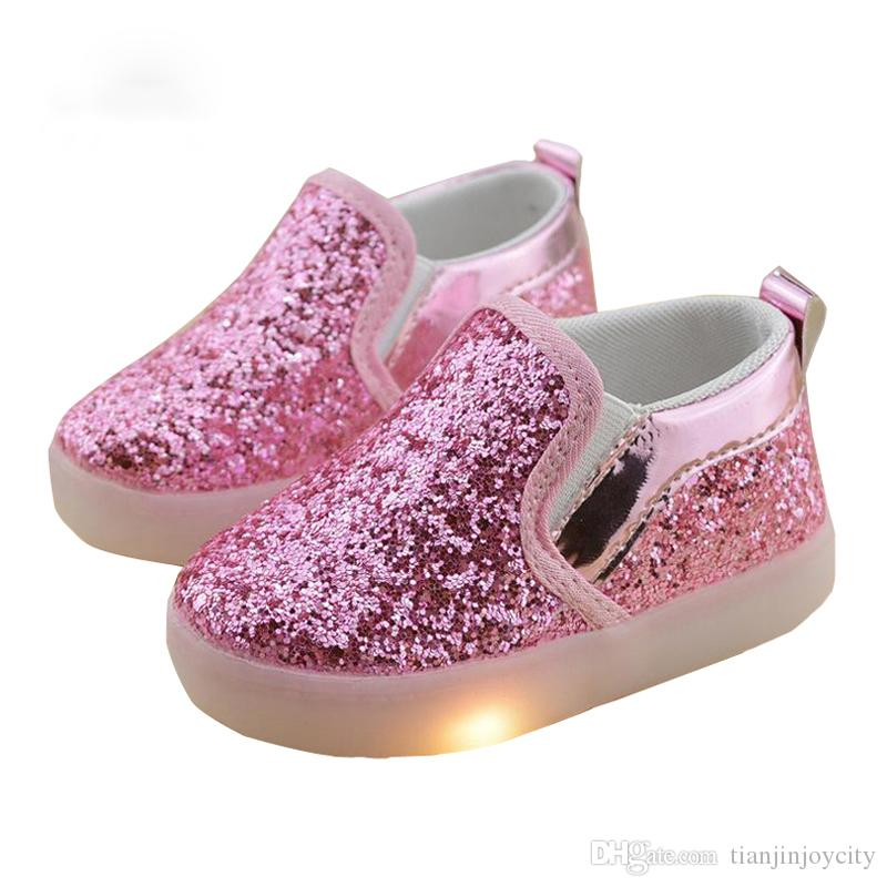 ce8b759eeb7 Compre Crianças Shoes Crianças LED Luminosa Sapatos Meninos Meninas Planas  Primavera Outono Inverno Das Crianças Tênis Criança Little Kid Sneakers De  ...