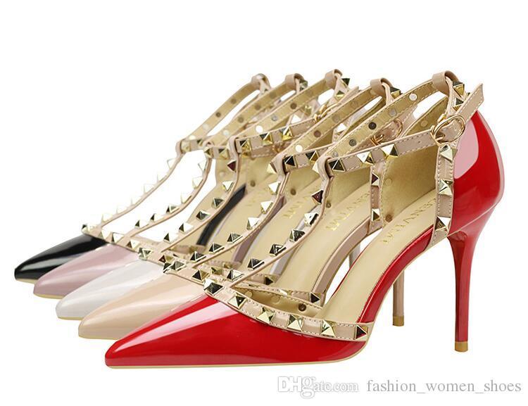 Compre Las Mujeres De Tacones Altos Zapatos De Fiesta Partido Remaches  Chicas Sexy Punta Estrecha Zapatos Hebilla Plataforma Bombas Zapatos De Boda  Rojo ... 2752aed2e815