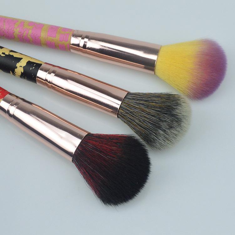Gros Top qualité Maquillage Pinceaux Manche En Bois Fissure Simple Blusher Poudre Pinceau Trois Couleurs Brosse Télescopique Livraison Gratuite