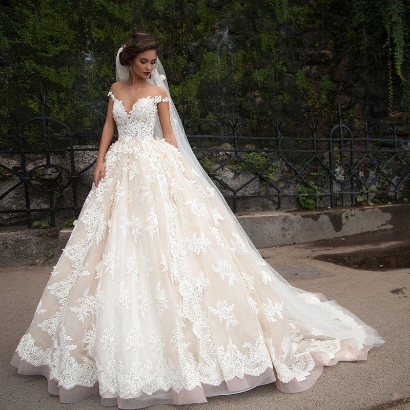 De Luxe Princesse Dentelle Robe De Bal Robes De Mariée Avec Des Fleurs Fabriquées à La Main Sheer Neck Appliques Custom Made Robe De Mariée Robe De