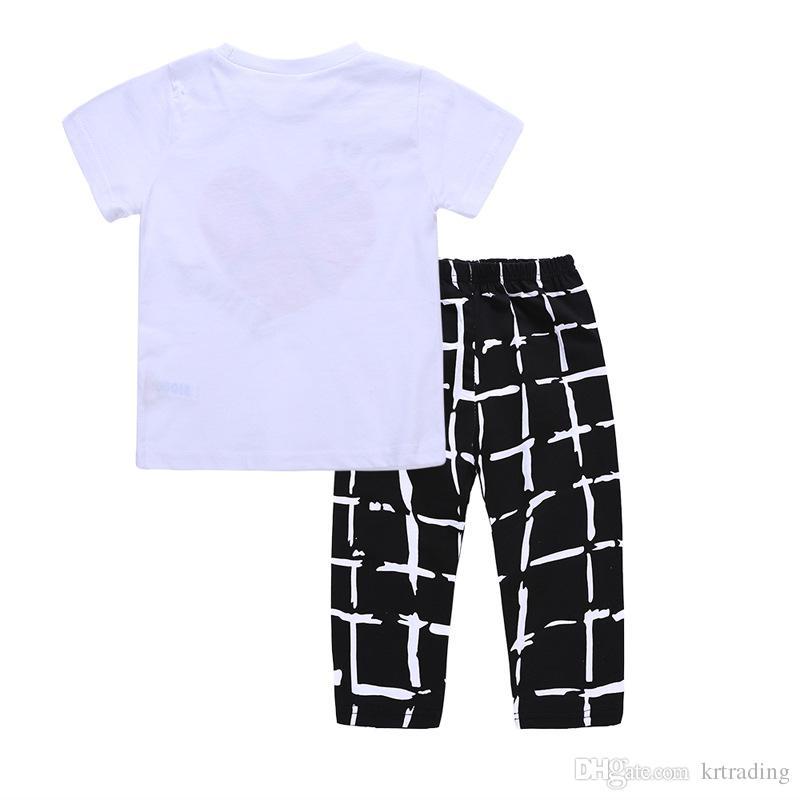 2018 nuevos muchachos trajes de verano conjunto de 2 piezas amoroso corazón impreso camiseta de manga corta + pantalones blancos a cuadros 1-5T niños ropa de verano