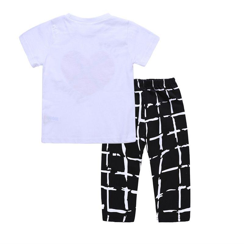2018 nuevos niños trajes de verano 2 unid set cariño corazón impreso camiseta de manga corta + blanco negro pantalones de cuadros 1-5T niños ropa de verano