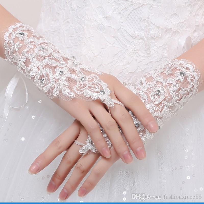 Elegante Tulle White Ivory Lace Guantes nupciales longitud de la muñeca Crystal emparejado con vestido de novia Guantes gancho Finger Wedding Guantes