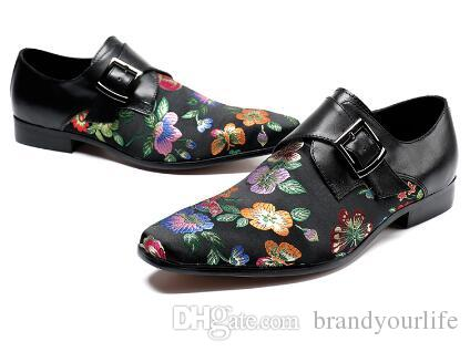 2018 Männer Stickerei Floral Schuhe Vintage Style Schnalle Loafers Hochzeit Oxfords Hausschuhe Männer Kleid Schuhe rot und schwarz