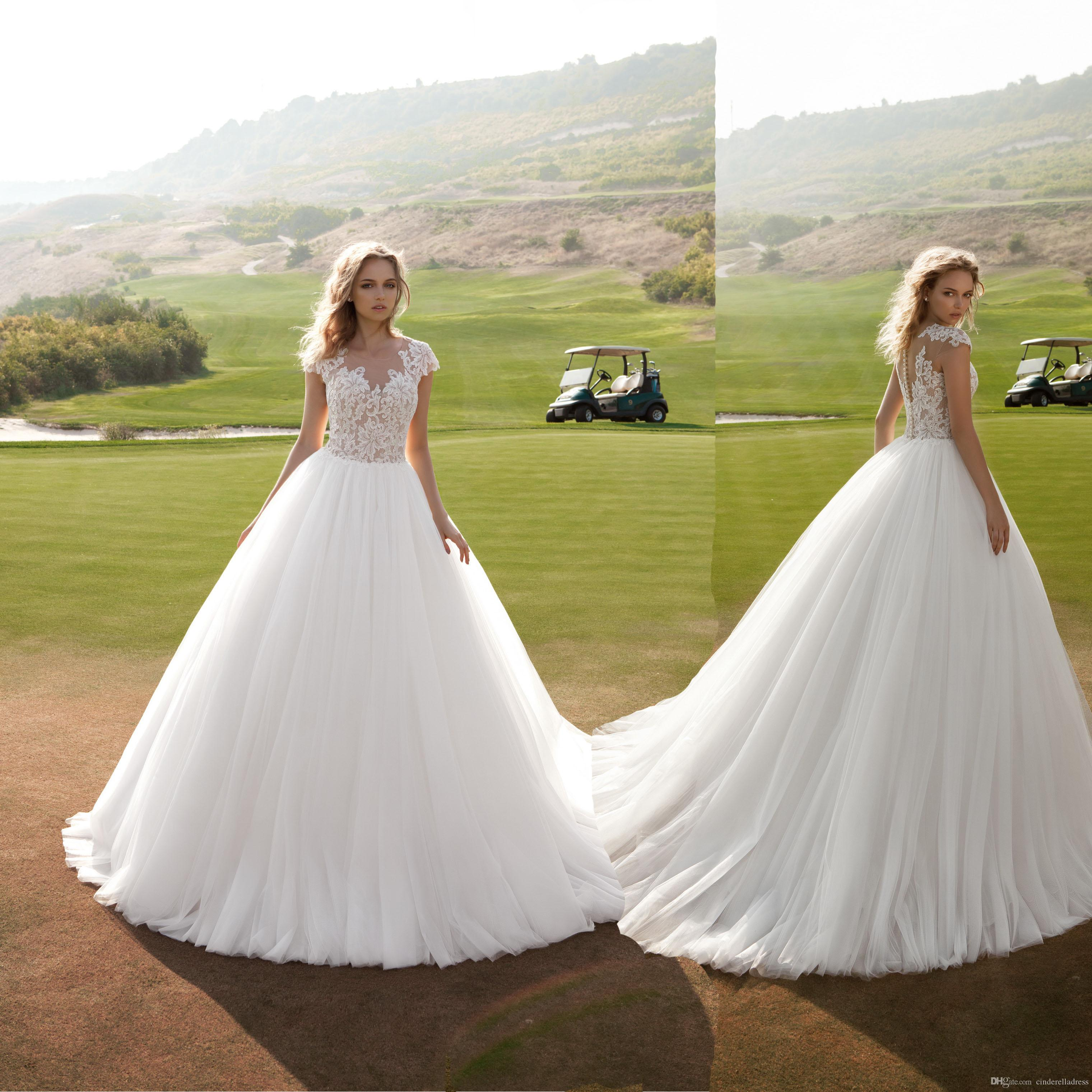 2018 Fashion Ball Gown Lace Top Wedding Dresses Cap Sleeves Buttons Back Sweep Train Garden Plus Size Bridal Gowns Pretty Short