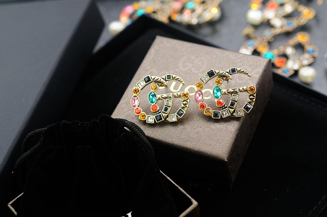 Factory Price High Quality Luxury Letter Pearl diamond Stud Earrings Fashion diamond Rivets metal Long earrings With Box