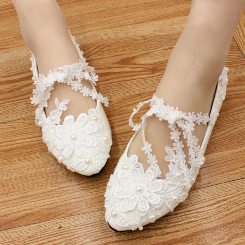 fa70812c02 Compre Zapatos De Boda De Encaje Plano Hechos A Mano Zapatos De Dama De  Honor De Abalorios Blancos Tacones Planos Zapatos De Mujer Talla 40 Tacones  De Novia ...