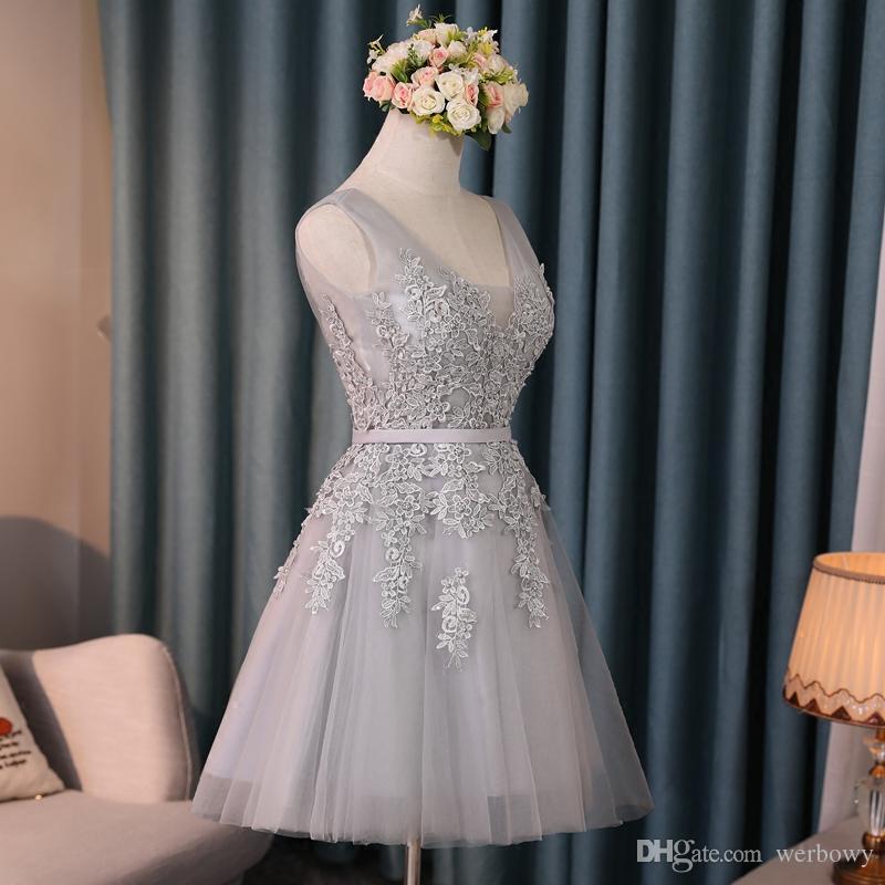 2019 Barato Corto Plateado Homecoming Vestidos de cóctel Con cuello en v de encaje con cordones Vestidos de baile Vestidos de fiesta de dama de honor baratos HY133