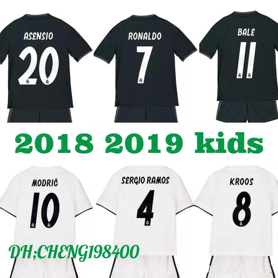 6af90dbc0 Großhandel 2019 2018 Real Madrid New Kids Fußball Trikot Kits 18 19 RONALDO  ASENSIO RAMOS BALE ISCO MODERN Benzema Camiseta Fußballtrikot Trikots Von  ...