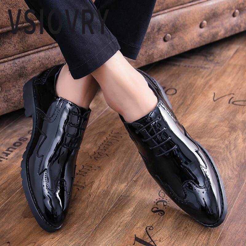 Compre VSIOVRY Moda Hombre Charol Negocios Zapatos De Vestir 2018 Primavera  Otoño Estilo Británico Boda Negocios Formal Zapatos Para Hombres A  48.59  Del ... 651e6dc17248