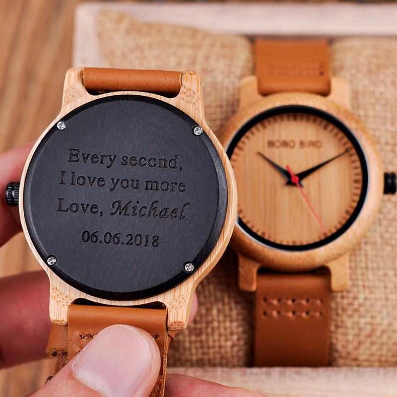 Compre Relojes De Madera Grabados Para Hombre Reloj De Compromiso De  Compromiso De Amantes De Aniversario De Mujer Personalizada Reloj Para  Padre Regalo ... c3ba6dd8dfa3