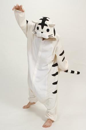 Купить Оптом Новый Осенний Костюм Для Животных Oneie Kigurumi Cosplay  Костюм Пижама Animal Sleepwear   Bear   Bunny   Corgi   Panda   Cat   Wolf    Pikachu ... 6f6cb4c696103