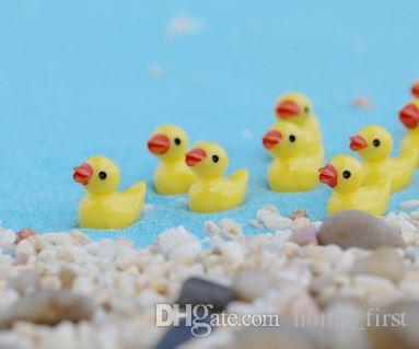 Mini animal de dibujos animados blanco / amarillo pato juguetes colgante musgo micro paisaje resina artesanía jardinería decoración adornos joyería