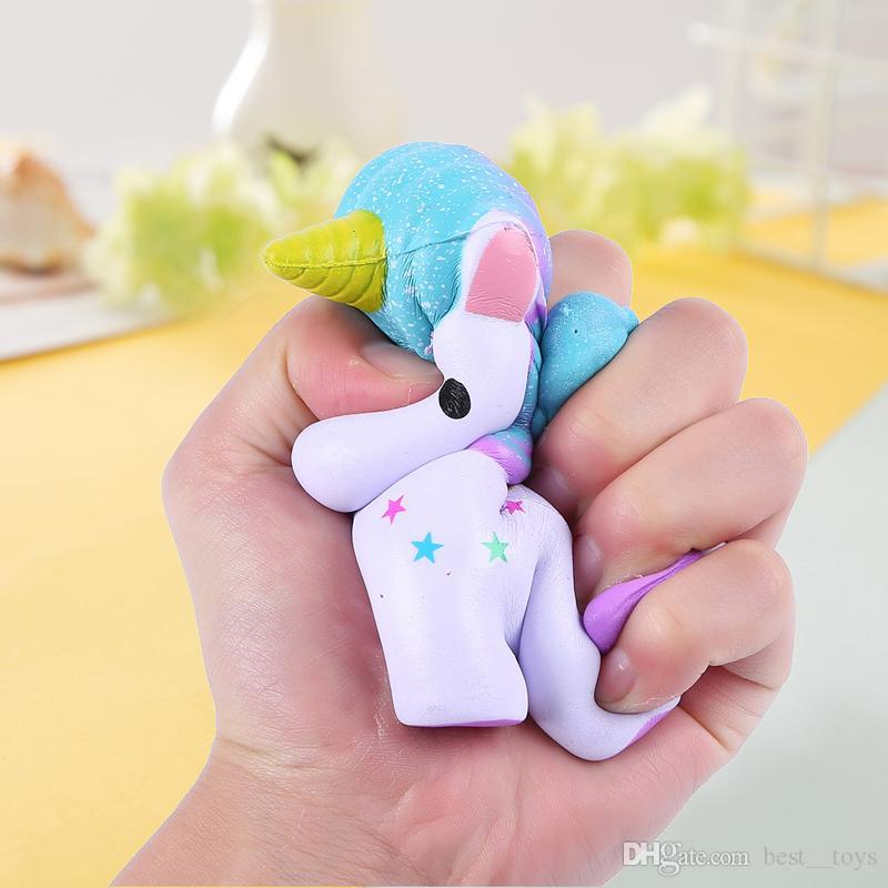 Squishy Toys Schlüsselanhänger Slow Rising Jumbo Kawaii Süßes farbiges Einhorn Cremiger Duft für Kids Party Toys Stress Reliever Toy
