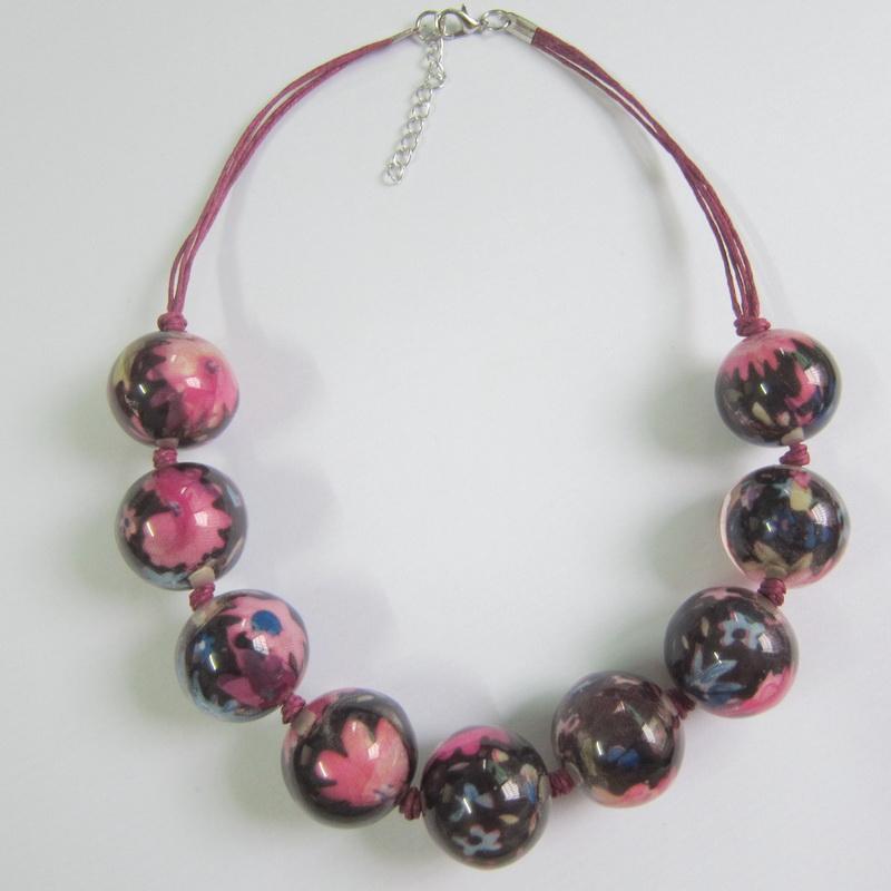 Buona lucida base viola Dk con fiore rosa 25mm perline tonde corta collana con perline in rilievo