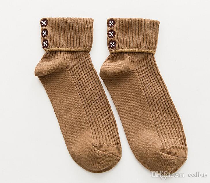 Kadınlar için yeni Varış Sonbahar Kış Pamuk Çorap Nakış Düğme Tasarım Şeker Renk Tüp Çorap Kore Rahat Çorap Kadın aa631