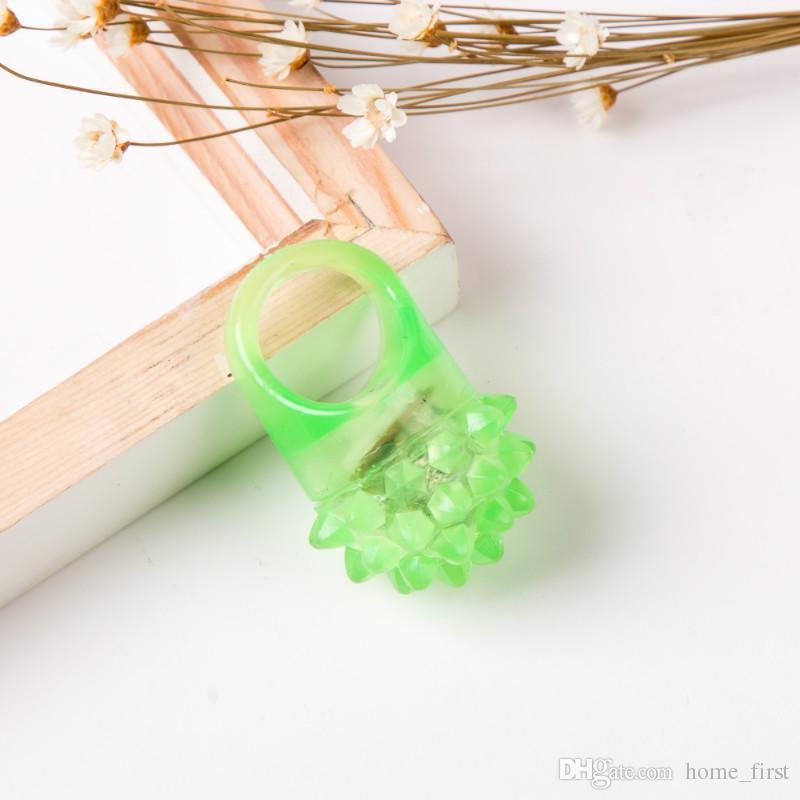 Novo Cool Flash Criativo LED Luz Morango Macio Brinquedo Anel Fluorescente Piscando Rave Partido Geléia Brilho Favor de Partido