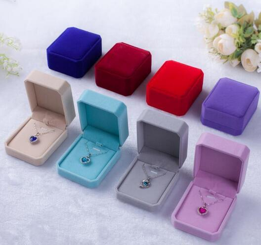 Velvet jewelry Packing Boxes Necklace/Earrings/Ring displays case trinket boxes Pendant box Jewelry Gift Boxes 7x8x4cm