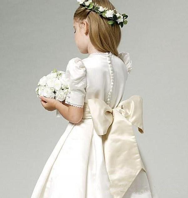 Vintage Satin A Line Flower Girl' Dresses Short Sleeves Lace Applique Bow Sash Short Little Girls 'Wedding Party Dresses