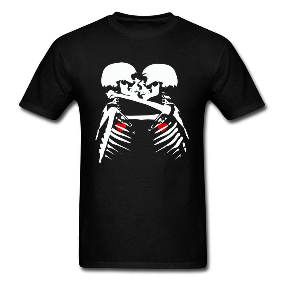 9f7f7c8e1c Compre Camiseta Personalizada De Alta Calidad Para El Amante Del Día De San  Valentín Hombres De Manga Corta Camisetas Negras Skull Skeleton Print Kiss  ...