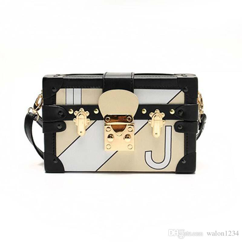 602025d2362d3 Satın Al Vintage Kare Çanta Debriyaj Retro Kadınlar Messenger Çanta Mini  Kilitleri Kutu Çanta Zincir Crossbody Omuz Çantaları Küçük Çanta, $31.31 |  DHgate.