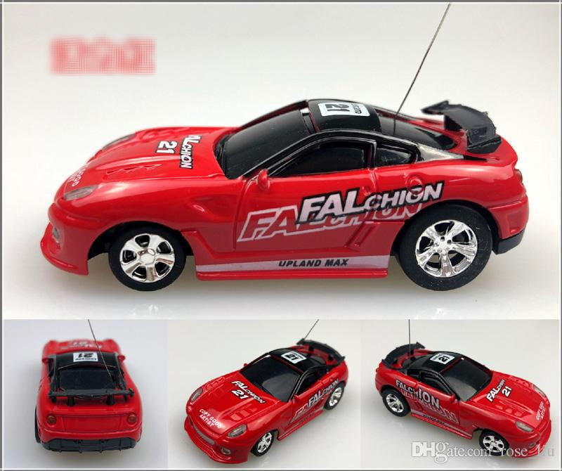 Nuevo es Mini-Racer Control remoto Auto Coke Can Mini RC Radio Control remoto Micro Racing 1:64 Car 8803 B