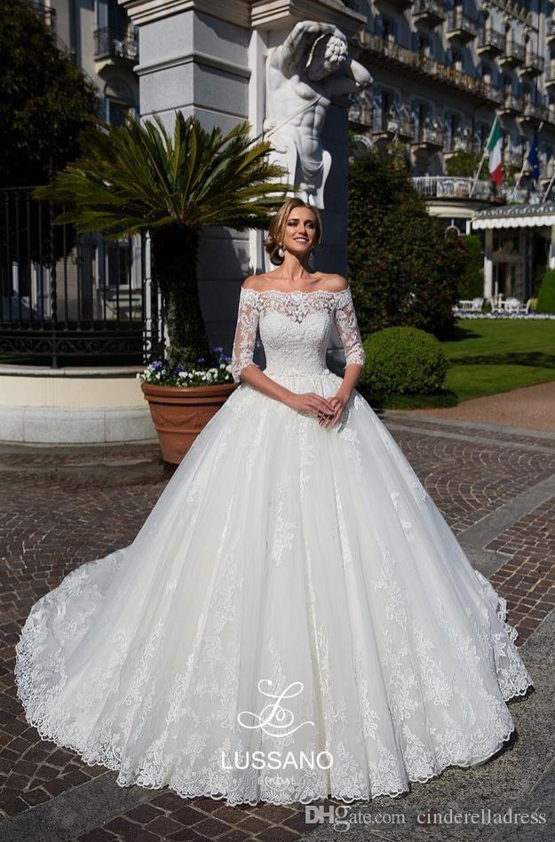 Modeste demi-manches Robes de Mariée 2020 Arabe Sheer Off épaules Appliqued balayage train Robes de mariée formelle Robes de Novia