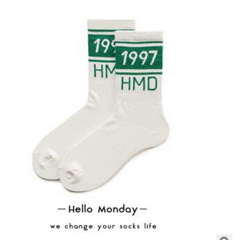 Mutlu Çorap Erkekler Ve Kadınlar Için 1997 Dijital Spor Çorap Pamuk Amerikan Sokak Retro Tüp Çorap Severler Çizgili Desen
