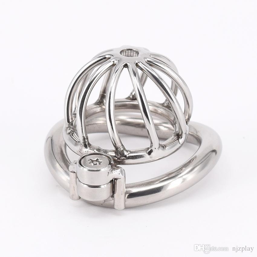 Chastity Devices Male Small Penis Lock Cinturón de castidad de acero inoxidable Metal Cock Cage para hombres con anillos de pene curvo