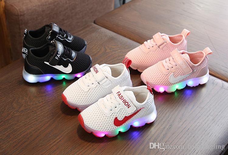 2147697c42d37 Acheter En Gros 2019 Nouveau Printemps Mode Casual Running Sneaker Mesh  Enfant En Bas Âge Chaussures Lumière Led Bébé Filles Garçon Crochet Boucle  En ...