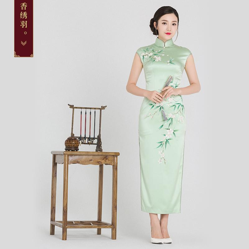 41753f8fd9 Fragrant embroidered feather silk long cheongsam 2018 New Retro hand  painting high rise collar Qipao skirt Chinese dress